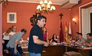 Hortelano expulsa del Pleno a un edil de Blanca Puede por acusarla de «falsa»