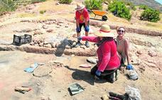 Un campo de trabajo pone en valor el cerro de Las Paleras