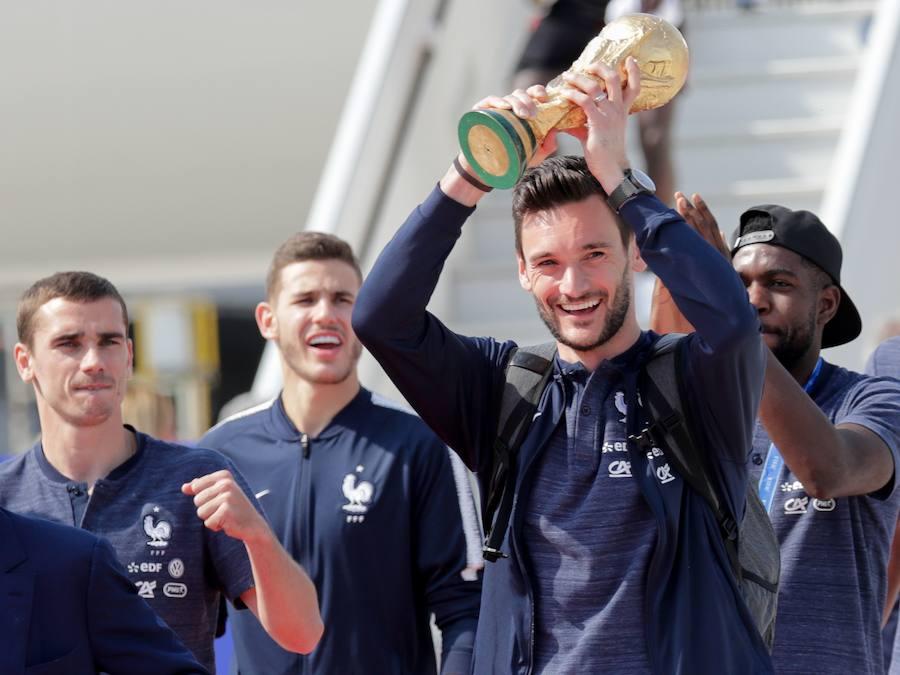 Locura en las calles por la llegada de la selección francesa a París
