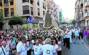 La Virgen del Carmen, a hombros de sus vecinos