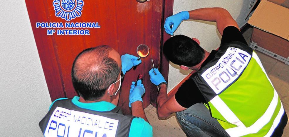 Los ladrones colocan testigos plásticos en casas de varios barrios de Murcia