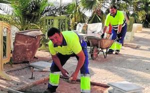 Las brigadas municipales mejoran el mantenimiento de los pueblos del Mar Menor