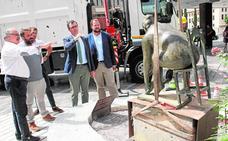 La escultura de Campillo se ubicará definitivamente en la avenida de la Libertad