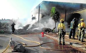 Alarma por el fuego en una granja de Lorca