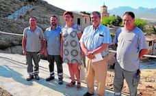 Un nuevo sendero guía a los turistas por las casas cueva