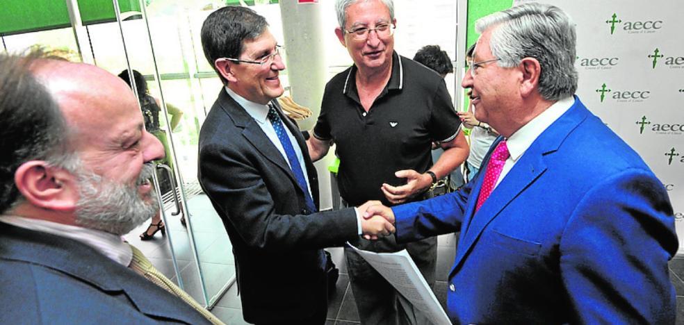 Navarrete cede el testigo a Molina Boix al frente de la Asociación contra el Cáncer