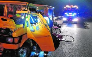 El chófer de una furgoneta muere en Totana en una colisión