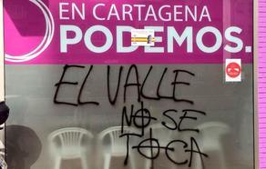 La sede de Podemos en Cartagena amanece con pintadas franquistas