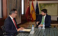 Desencuentro absoluto entre Conesa y López Miras en su primera reunión