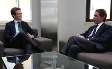 Aznar regresa a Génova dos años y medio después de la mano de Casado