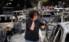 Aumentan a 74 los muertos en los incendios que rodean Atenas