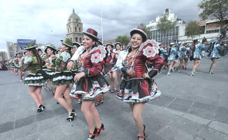 200 enérgicos bailarines