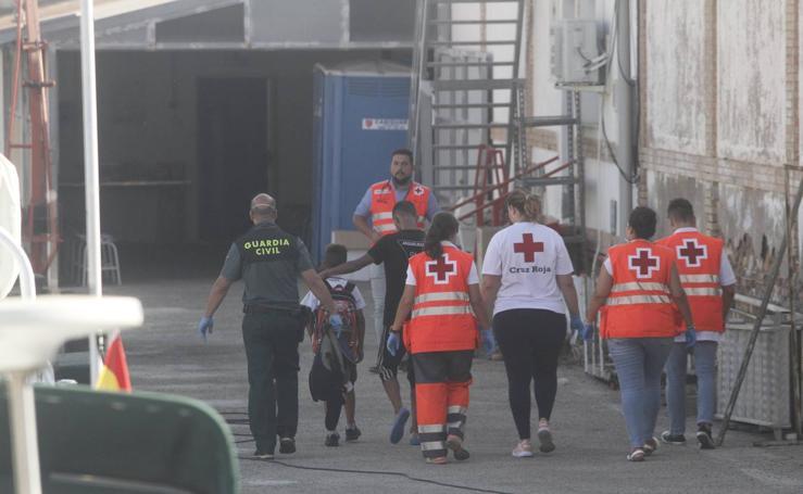 Rescatan a 37 personas de dos pateras frente a la costa de Cartagena