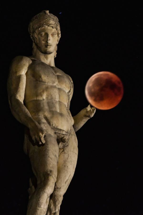 Así se vio el espectacular eclipse de Luna alrededor del mundo