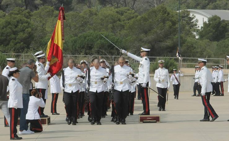 Multitudinaria jura de Bandera en la Escuela de Infantería
