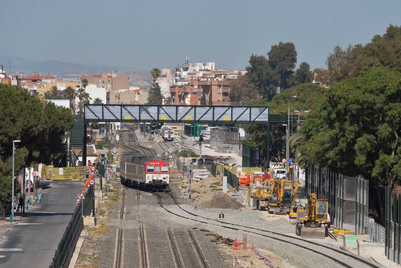 Los trenes ya circulan por la vía provisional