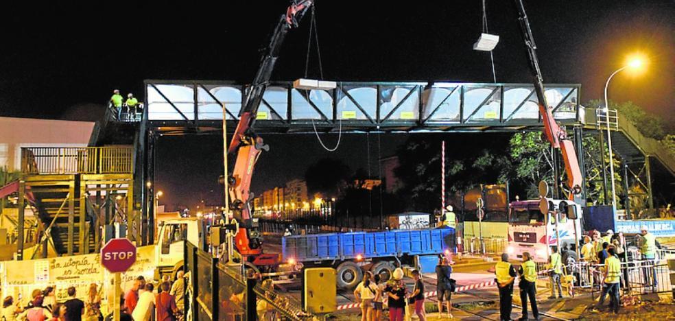 Fomento anuncia que las pruebas de resistencia de la pasarela peatonal son positivas