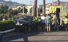 Herida una mujer tras empotrar su coche contra una farola en Yecla