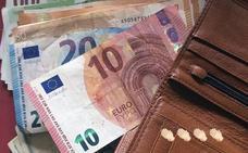 Encuentra en Molina una cartera con más de 370 euros y se la devuelve a su dueño