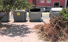 Vecinos y veraneantes denuncian «suciedad y dejadez» en el Puerto de Mazarrón