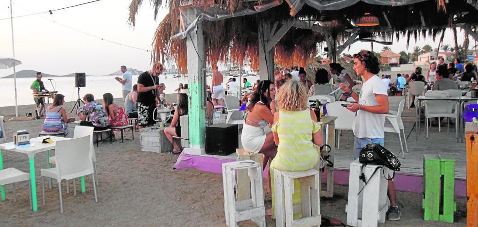 La mayor afluencia de turistas al Mar Menor incrementa las ventas de la hostelería un 10%