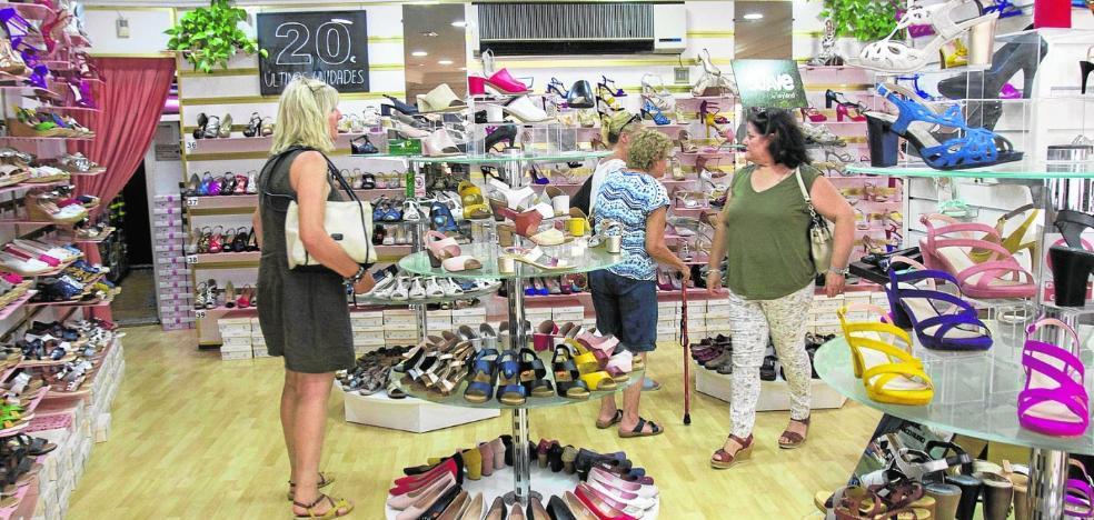 Tiendas y bares de Cartagena achacan la caída de ventas a la «escasa» oferta cultural y de ocio en verano