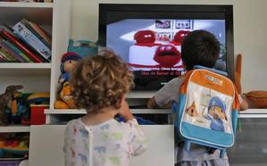 Los niños de la Región, los segundos que más tiempo pasan delante de la televisión