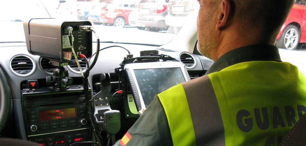 Cuatro radares móviles combaten esta semana la velocidad en las carreteras