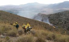 Un rayo provoca un incendio forestal en la Sierra del Molar, en Jumilla