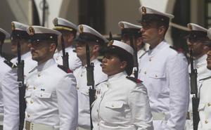 La Policía Nacional entrega una embarcación al Tercio de Levante para el adiestramiento de sus equipos