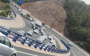 Fallece un conductor de 64 años al salirse de la carretera en el puerto de la Cadena