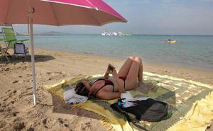 La Manga estrena un servicio gratuito de wifi en la Cala del Pino y Playa Mistral