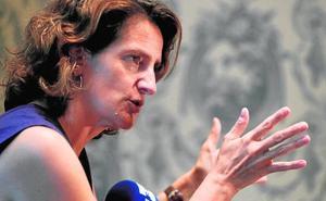 La ministra pide más datos del trasvase mientras arrecian las críticas del PP
