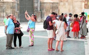 El auge del turismo en Murcia permite duplicar la cifra de empleos del sector en solo tres años