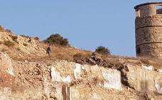 Una concejal de Cartagena 'caza' a un turista alemán llevándose restos arqueológicos