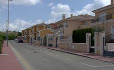 Dos asaltantes desvalijan una vivienda en la urbanización Montepríncipe