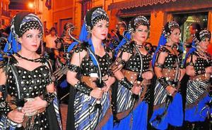 Caravaca, Novelda y Villena desfilan con Moros y Cristianos en Jumilla