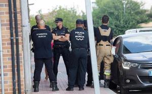 Detenido tras atrincherarse en Patiño con sus dos hijos y amenazar a su mujer con un cuchillo