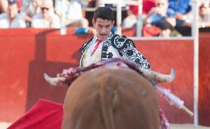 Oreja a las buenas maneras de Carlos Aranda en Blanca