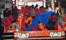 Rescatados 433 inmigrantes, uno menor, en once pateras y una colchoneta hinchable frente a las costas andaluzas