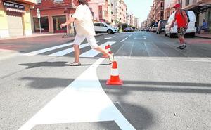 En marcha la 'Operación Verano' de repintado de pasos de peatones y marcas viales