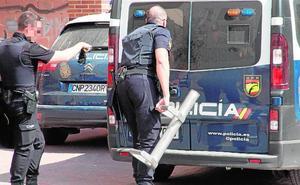 Un joven se atrinchera cuatro horas con sus hijos en casa armado con un cuchillo