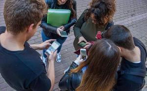 Los murcianos son los españoles que más tiempo dedican cada día a su teléfono móvil