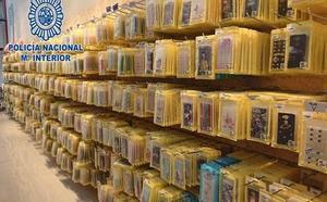 Catorce detenidos por distribuir fundas de móviles infantiles sin licencia elaboradas en San Javier