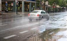 La lluvia y el granizo dificultan el tráfico en varias carreteras de la Región