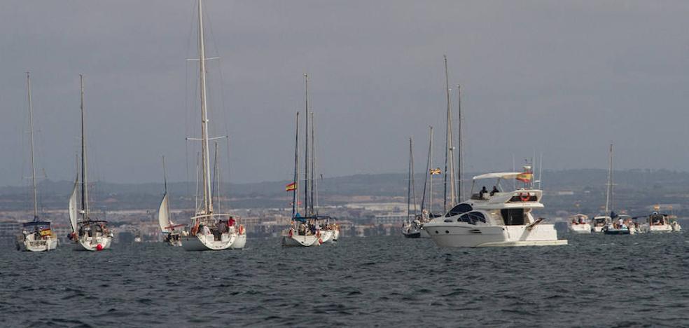 La protesta de los titulares de amarres contra Tomás Maestre reúne 55 barcos