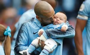 Silva presenta a Mateo al Etihad y marca un golazo
