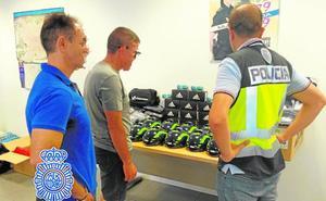La Policía recupera más de 100 maillots y cascos robados de la furgoneta del Valverde Team