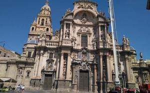 Logran evitar un desprendimiento en la Catedral de Murcia