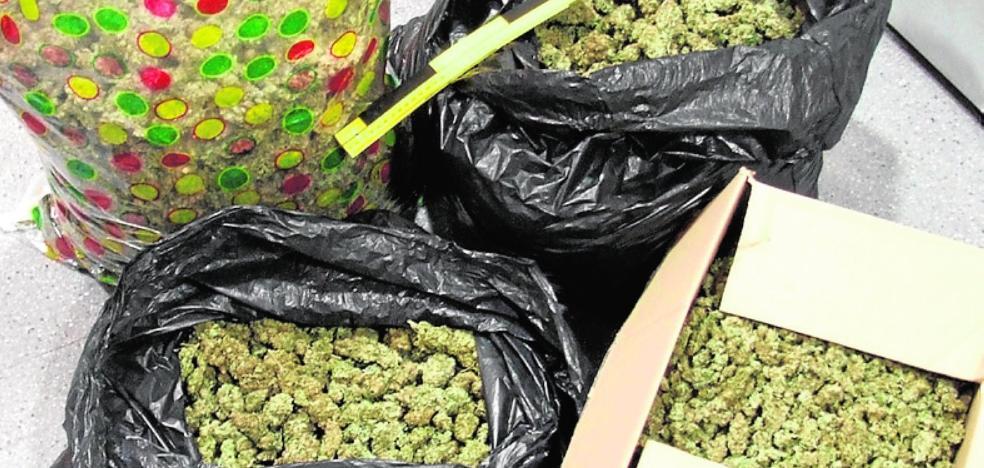 Una banda robaba alijos de marihuana a traficantes fingiendo ser la Guardia Civil